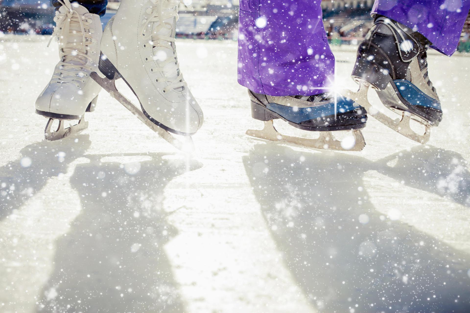 Schlittschuhlaufen Berlin Weihnachtsmarkt.Schnell Und Günstig Aufs Eis Schlittschuhlaufen In Deutschen