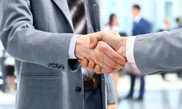 Handshake between partners