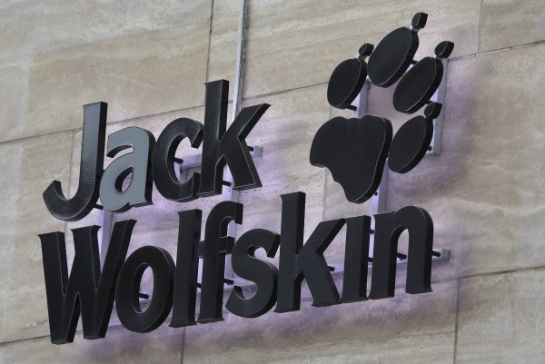 officiële site nieuw heet product Callaway Golf Company Completes Acquisition of Jack Wolfskin