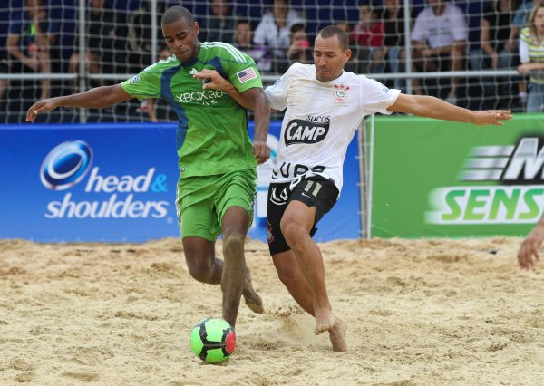 Brazil lives soccer, and therefore also beach soccer .
