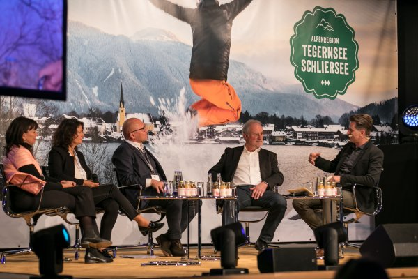 "The panel at ""Your Winter. Your Sport"" (from left): Martha Schulz, Antonia Asenstorfer, Klaus Dittrich, Siegfried Paßreiter and presenter Alexander Ploner."