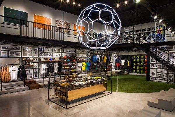 Por favor legal magia  Pop-Up Stores by Adidas, Nike, Puma, & Co. as a Job Opportunity