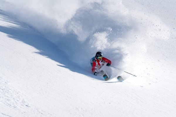 Powder is fun - freeride professional Sandra Lahnsteiner in Sportgastein.