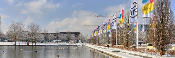 Messesee mit ISPO Munich Flaggen