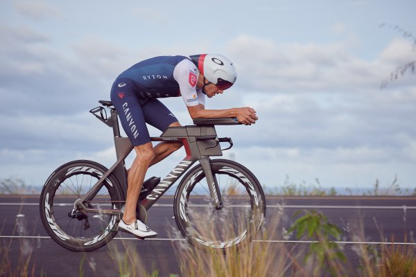 Triathlet Jan Frodeno auf der Radstrecke in Hawaii 2019