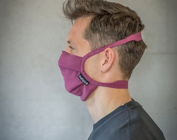 "The Maloja ""Reusable Mask"" in the color ""Berry""."