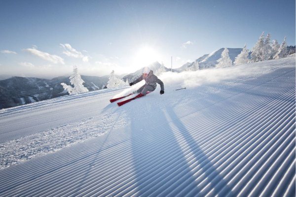 The sports business in the shadow of the Corona crisis: How are the international winter sports brands now adapting to the new situation in the retail sector?