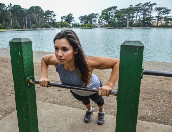 Rutina de calistenia femenina para mejorar el físico
