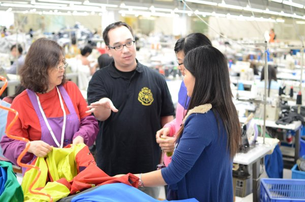 Prof. Dr. Nick Lin-Hi speaks with women in the factory