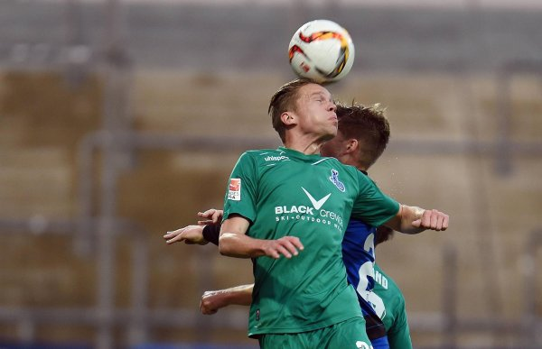 Dennis Grote (left) fights against relegation with MSV Duisburg