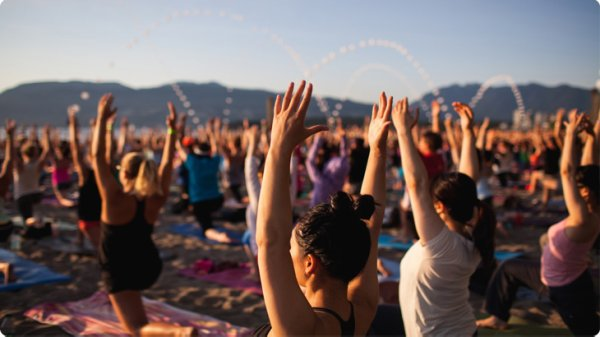 Yoga session on the beach: organized by Lululemon