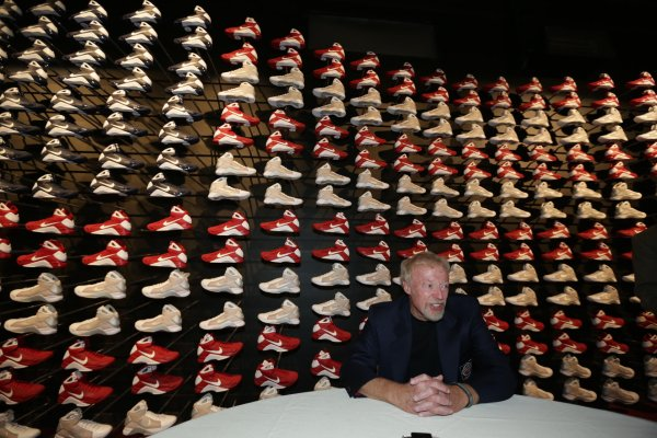 Phil Knight founded the company Nike, together with Bill Boweman