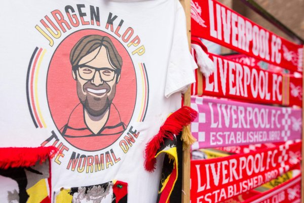 Sporting goods with the portrait of Jürgen Klopp are very popular in Liverpool