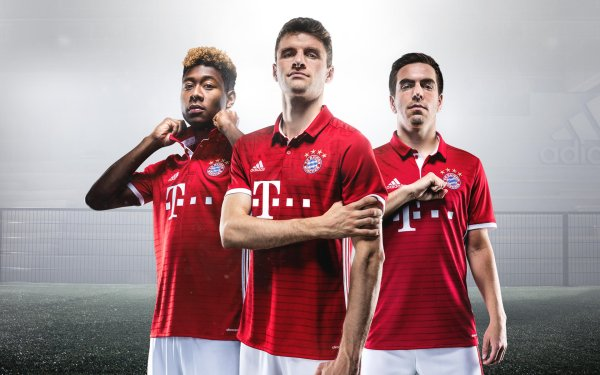 We want red and white shirts: The Bayern team around David Alaba, Thomas Müller and the Captain Philipp Lahm (from left to right) will also appear in their usual colors in the 2016/2017 season.