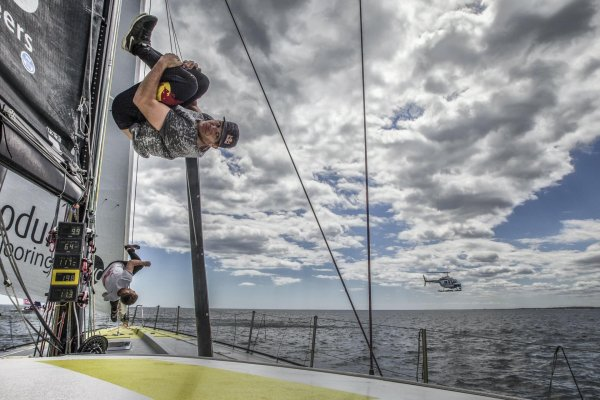 Jason Paul takes his pick of the craziest places for his freerunning stunts: Strong stunts could even be churned out on a sailboat.