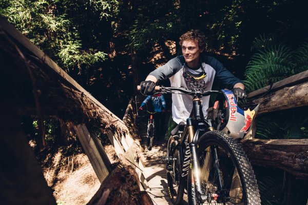 If you want to race down, you first have to push up: MTB star Thomas Genon before starting work.