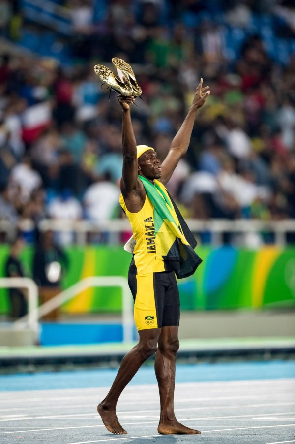 In goldenen Puma-Schuhen siegt Usain Bolt über 100 Meter – und setzt seinen Ausrüster anschließend gut in Szene.