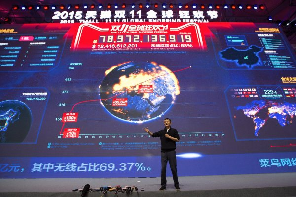 Jack Ma, Executive Chairman of Alibaba, presents the balances at the 2015 Festival.