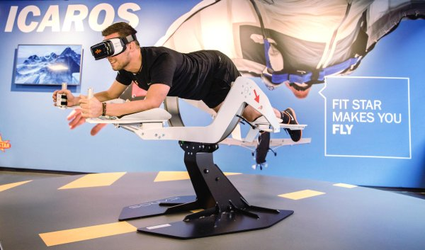 Fit Star makes you fly: The German fitness company provides an Icaros for their customers.