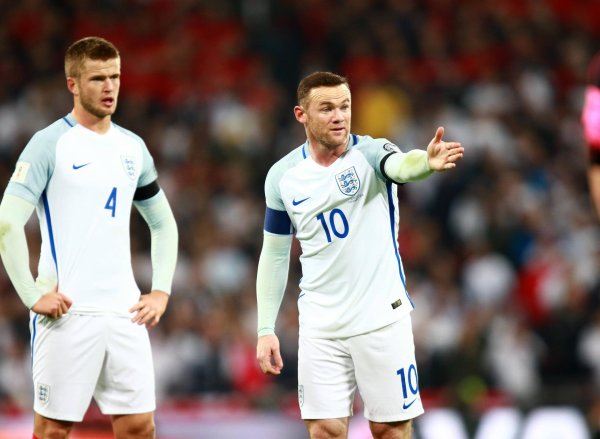 Three lions and one swoosh: Nike remains sponsor of the English national team – and thereby on the chest of Wayne Rooney.