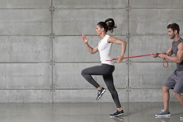 Resistance bands are also suitable for partner exercises.