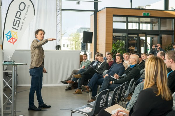Ben van der Burg spoke about virtual reality, wearables, and 3D printing at the ISPO ACADEMY in Leusden.