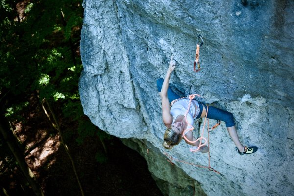 Lena Herrmann's favorite climbing region is the Frankenjura. She is particularly good on small ledges and hollows.