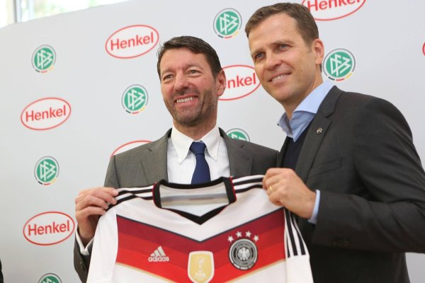 Even when he was CEO of Henkel, Kasper Rorsted (l) – who can here be seen with team manager Oliver Bierhoff – cooperated with the DFB.