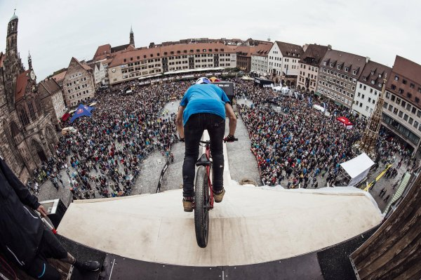 The Red Bull District Ride 2017 was the final of the FMB Diamond Series 2017.