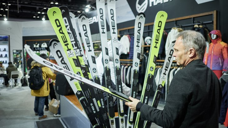 Plenty of ski and ski equipment – exactly what a winter exhibition is there for. And with 703 ski resorts and 17,5 million visits in China, the supply can't be big enough.