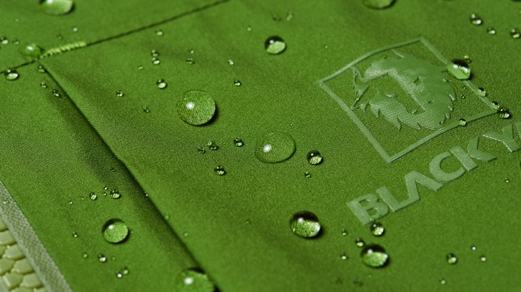 Maximum weather protection, highest-quality workmanship and discreet styling distinguish the BLACKYAK products.