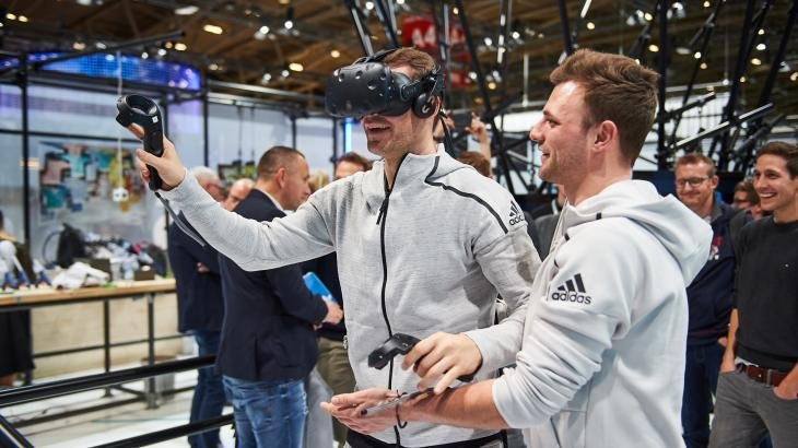Manuel Neuer (Mi.) at the ISPO Munich 2018