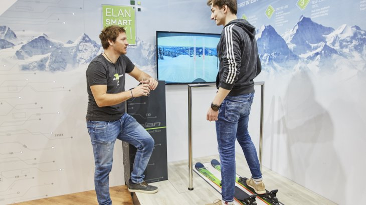 Try it out for yourself is almost everywhere. Here the feedback of the skis appears directly on the screen.