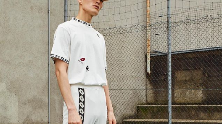 Together with the Croatian designer Damir Doma, the Italian sports goods manufacturer Lotto has launched a fashion line. This outfit is from the Autumn/Winter 2018 collection. Milan-based Doma once studied fashion design in Munich and Berlin.