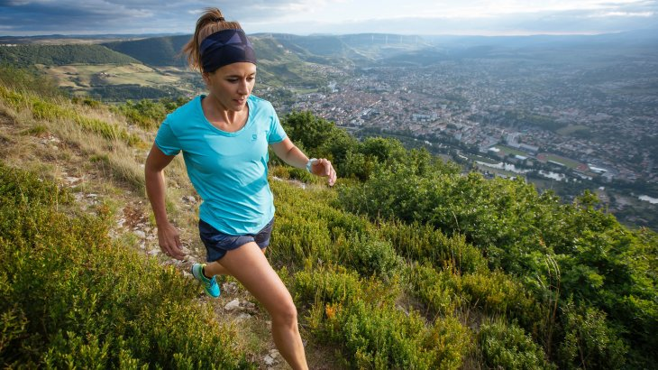Trend 4, Trailrunning has come to stay: For the majority of runners, the experience of nature is more important than measurable results (according to Salomon, this is the case for 72 percent of runners). Away from the paved paths, Trail Running offers just that: away from the noise of the city, nature on footpaths provides a varied and demanding ambience for a real running experience.