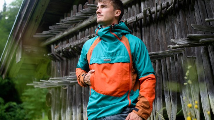 80s retro look meets hi-tech: The cool jacket from Páramo has a number of useful features and boasts an old-school look.