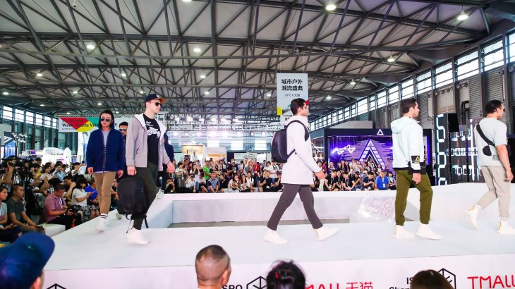 A total of 340,000 viewers followed the fashion show on the Chinese shopping platform Tmall.