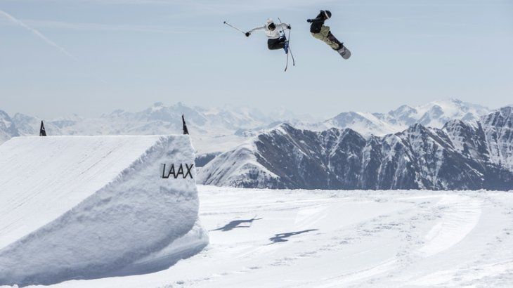 The European snowboard and freestyle Mecca is located in Graubünden, more precisely in Laax. There they are always a little ahead of their time and have created a very special ski resort. The Snowpark Laax consists of four funparks with more than 90 obstacles.