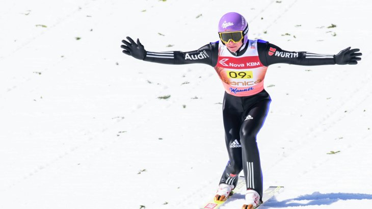 7) Andreas Wellinger, 145,500 Instagram followers: In February 2018 he achieved his greatest success. Andreas Wellinger jumped to gold at the Olympic Winter Games from the normal hill, followed by silver on the large hill - in the singles and in the team. Wellinger starts for the SC Ruhpolding and strives again for a strong season, so that he can keep the number of followers as the strongest German athlete in the Nordic area.