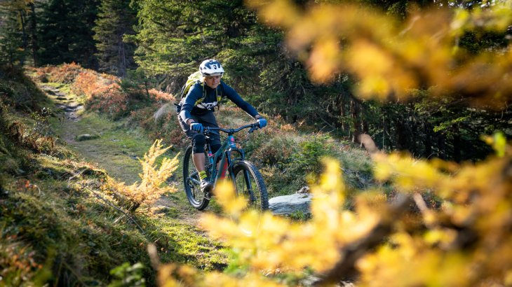 This is how ski training is fun: Sandra Lahnsteiner biking in Gastein. Endurance is immensely important in skiing and even reduces the risk of injury, according to the freerider.