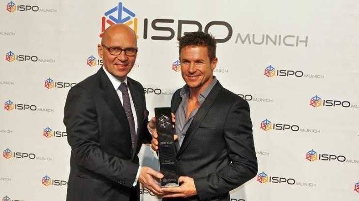 2013: Base jumper Felix Baumgartner (right) jumped out of the stratosphere at the end of 2012. At this time the highest parachute jump over 38,900 metres. Additional record: 36.400 meters free fall. Klaus Dittrich, Chairman of the Board of Management of Messe München GmbH, awarded the ISPO trophy to the extreme sportsman the following year.