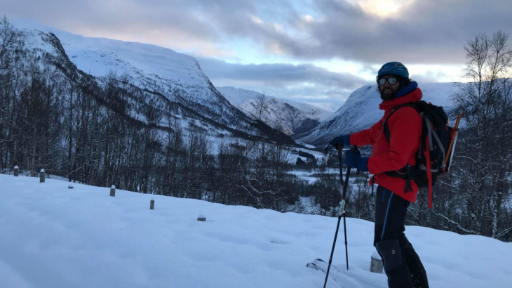 Carlos on a beautiful winter day in Norway. The difference in weight between the new GORE-TEX PRO jacket and his older version is clearly noticeable for Carlos.