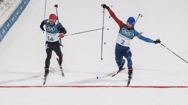The 2018 Winter Olympics in Pyeongchang will also be a close race: At the 15 km mass start in the biathlon, only millimetres separate the German Simon Schempp (left) and France's Martin Fourcade at the finish. In the end Fourcade wins and takes gold. Schempp becomes second.