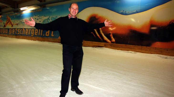 After his career he opens the largest ski-hall in the world in Bottrop.