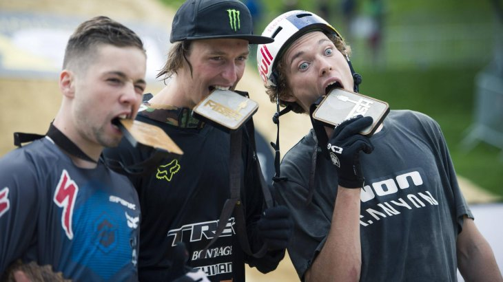 The three 2015 champions in MTB slopestyle: Nicholi Rogatin, Brett Rheeder, Thomas Genon (f.l.).
