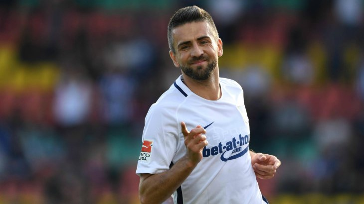 Vevad Ibisevic leads Hertha BSC with the bet-at-home logo in the 2016/2017 season. The betting supplier is paying around 6 million euros.