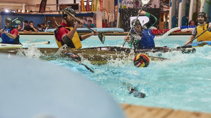 You're a fan of canoe polo? Then stop by at ISPO Water Sports Pool.