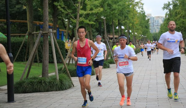 Runners at the ISPO Shanghai Morning Run