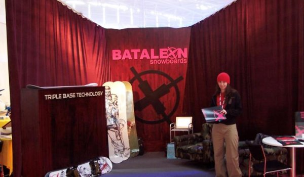 The Scandinavian snowboard brand Bataleon launched its unique triple base technology in the 2004/2005 season. During the same period, Bataleon was also a finalist at ISPO Brandnew.