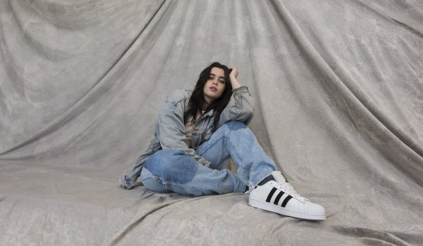 Influencer Barbie Ferreira in der aktuellen Adidas Originals Superstar Kampagne